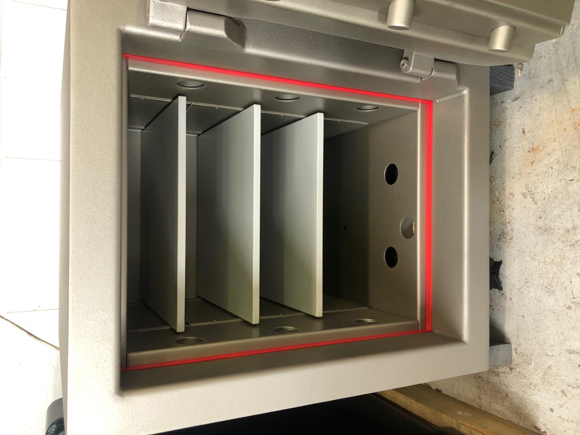 CMI Jeweller JW2 safe door open